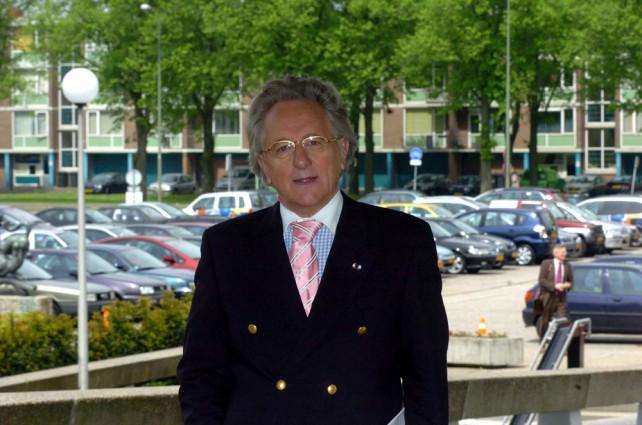 Prof. Anton van der Geld op weg naar de bespreking met de CDK in het provinciehuis Noord-Brabant