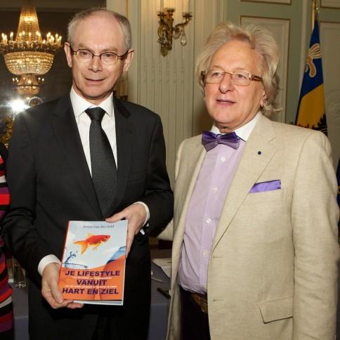 Boek van Anton van der Geld voor EU-voorzitter Herman Van Rompuy